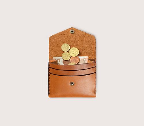 Кожаный мини-кошелек CASANIE рыжего цвета в раскрытом виде